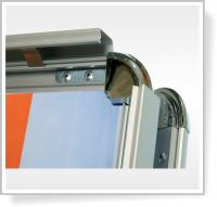 Zákaznický poutač Custeas - Detail zaklapávacích profilů
